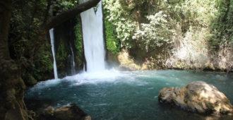 Wasserfall und idylischer See