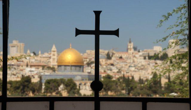 Kreuz mit Blick über Jerusalem
